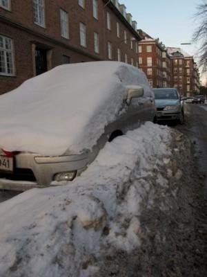 Sneklædt bil på Frederiksberg